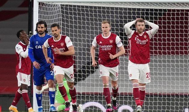 Арсенал уступил Эвертону в чемпионате Англии