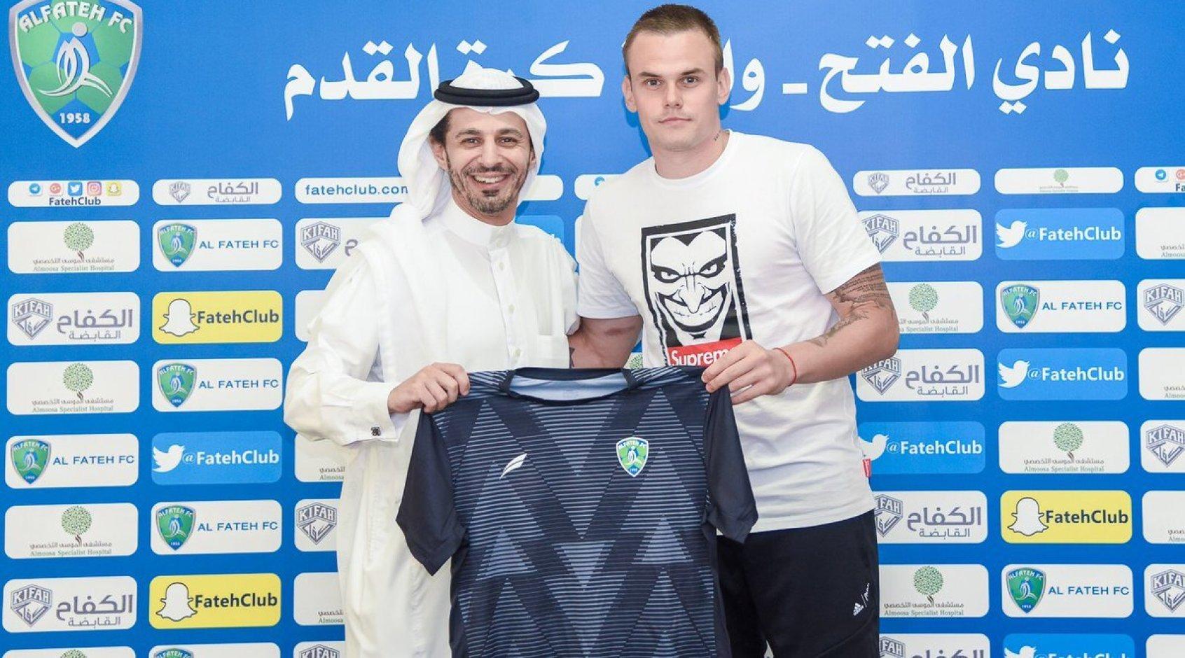 В Саудовской Аравии бывший вратарь киевского Динамо М. Коваль пропустил курьезный мяч
