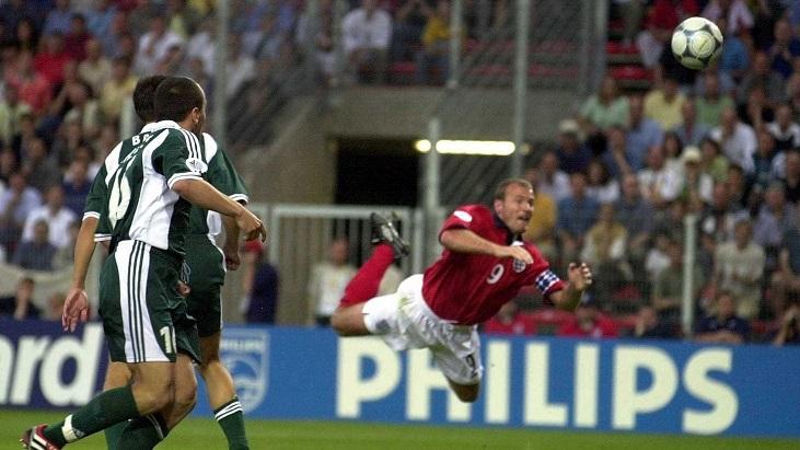 Историческая справка: Национальные команды Англии и Германии в последний раз между собой играли на Евро-2000
