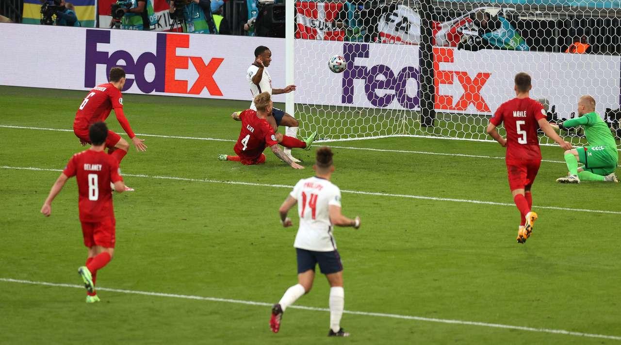 Сборная Англии не без проблем прошла в финал Евро-2020
