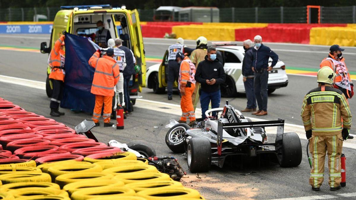 Массовая авария случилась в квалификации Формулы-1 W Series