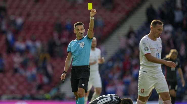 Матч между сборными Чехии и Хорватии на Евро-2020 не доигран до конца