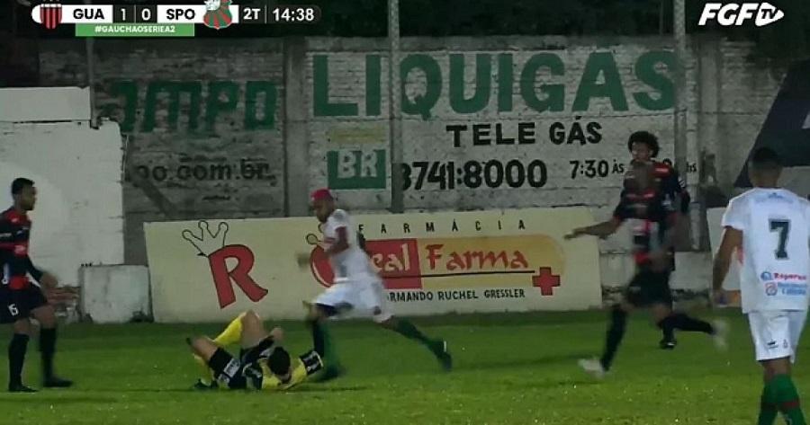 Бразильский футболист арестован за то, что ударил рефери по голове