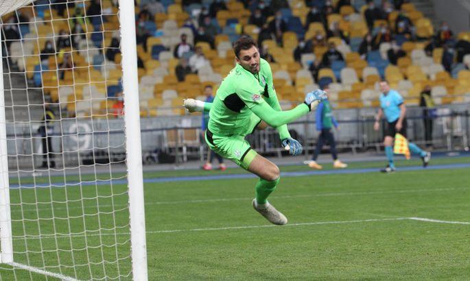 Кто станет основным вратарем сборной Украины на Евро-2020?