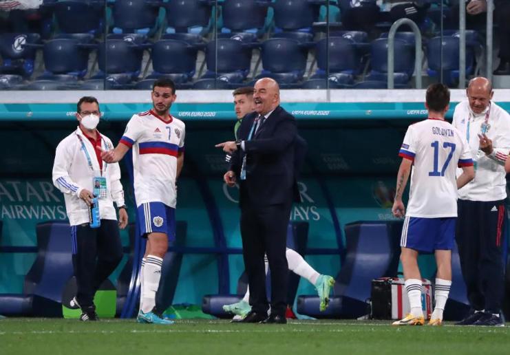 Тренер сборной России провел обратную замену во время матча с Бельгией на Евро-2020