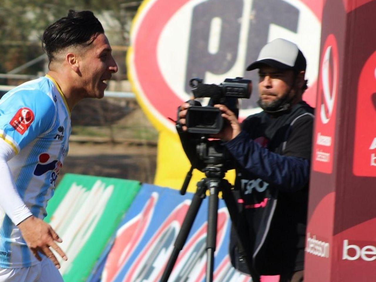 Футболист Мигель Орельяна оригинально отметил забитый мяч в чемпионате Чили