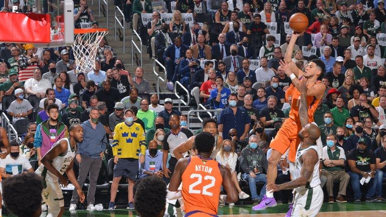 «Милуоки Бакс» выиграл финальную серию плей-офф NBA и завоевал чемпионский титул