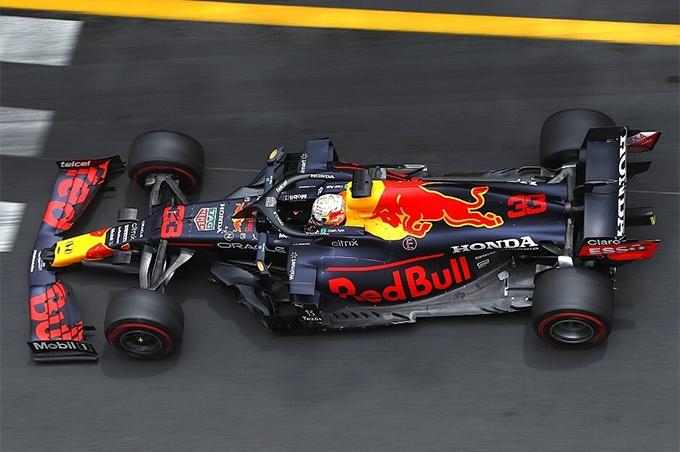 На гоночную команду Red Bull могут подать протест за использование гибкого антикрыла