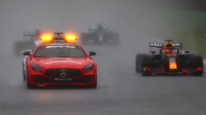 Гран-при «Формулы-1» в Бельгии было остановлено из-за ливня