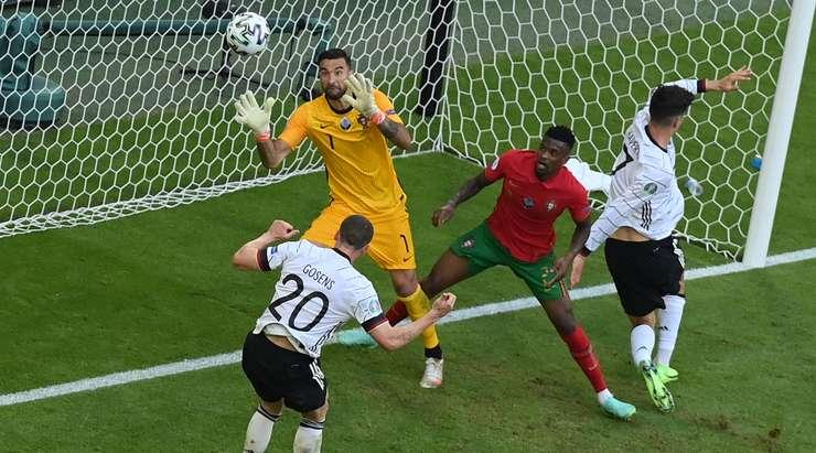 Сборная Германии по футболу установила рекорд по количеству забитых мячей на чемпионатах Европы и мира