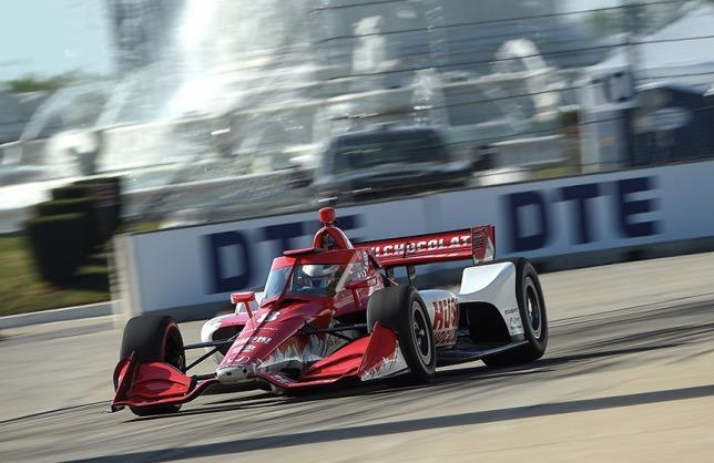 Бывший пилот Формулы-1 Маркус Эрикссон выиграл гонку IndyCar в Детройте.