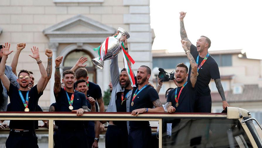 Футболисты сборной Италии за победу на Евро-2020 были награждены орденами