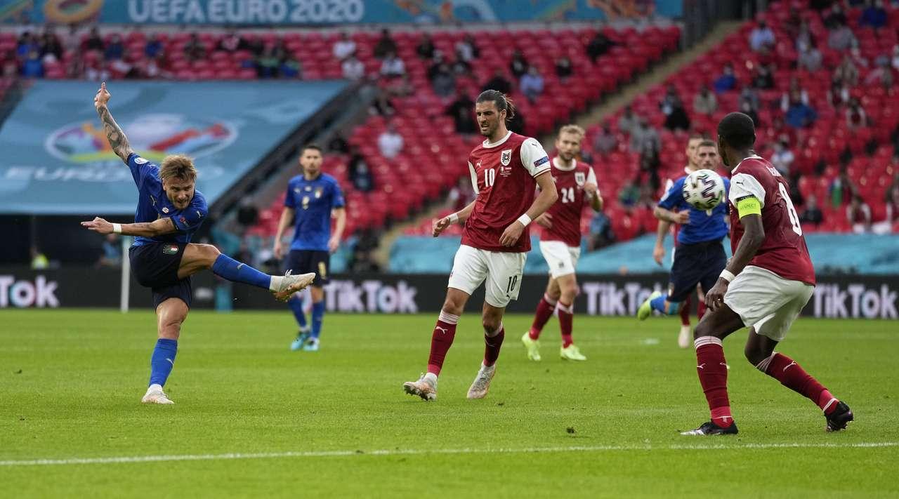 Итальянцы вырвали победу у сборной Австрии в овертайме и вышли в 1/4 Евро-2020