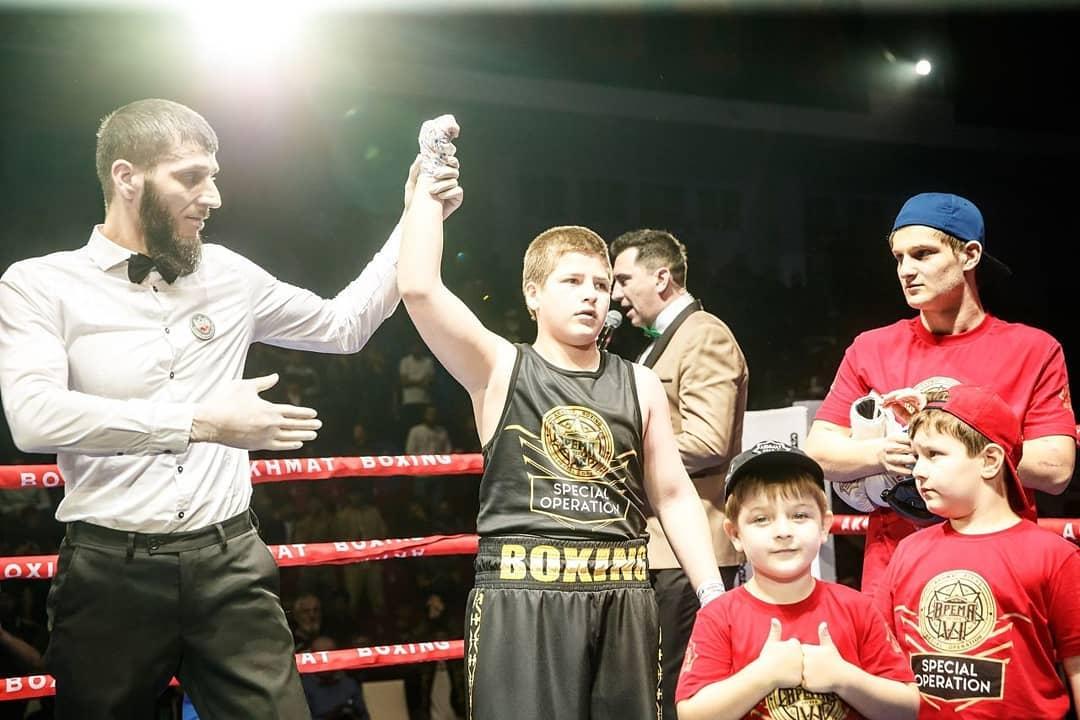 Неоднозначная победа сына Рамзана Кадырова в боксерском поединке