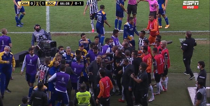 После завершения матча Копа Либертадорес произошла потасовка между футболистами «Атлетико Минейро» и «Бока Хуниорс»