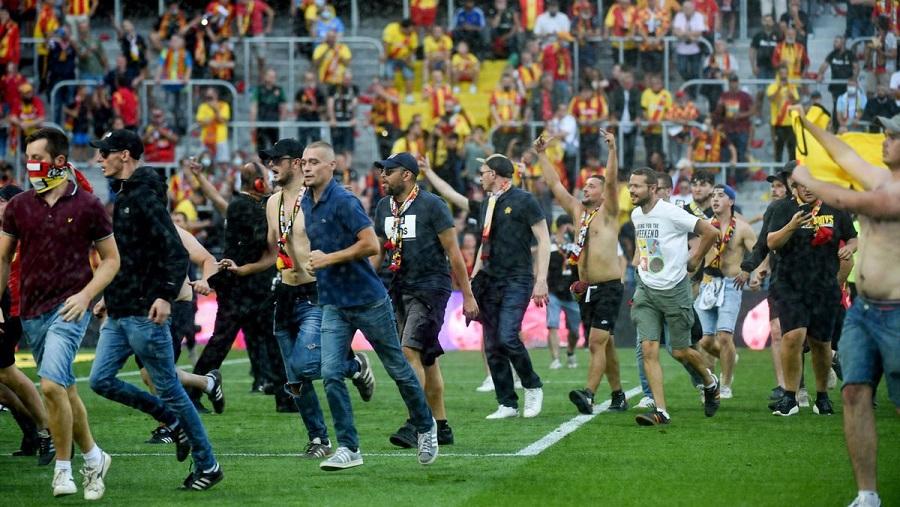 Болельщики сорвали старт второго тайма матча «Ланс» - «Лилль» французской Лиги 1