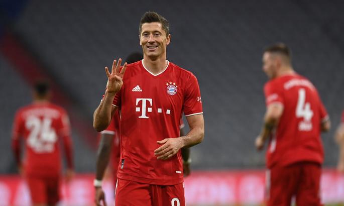 В немецкой Бундеслиге «Бавария» разгромила берлинскую «Герту», благодаря хет-трику Левандовски