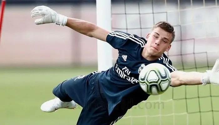 Украинский голкипер Андрей Лунин собирается продолжить карьеру в мадридском «Реале»