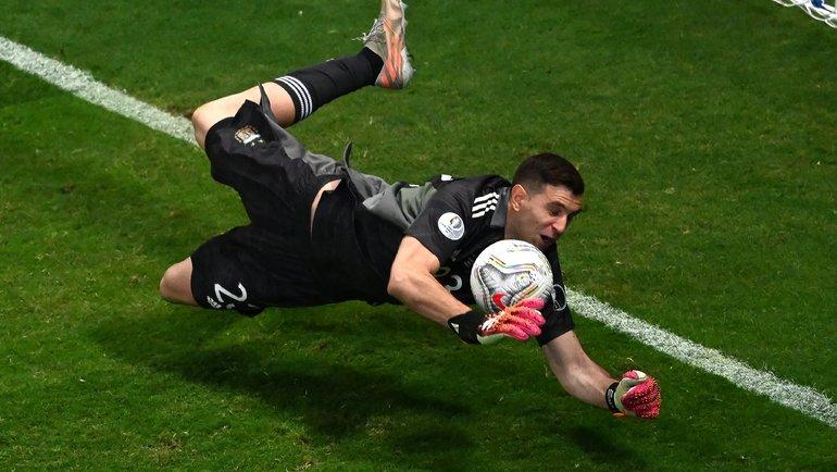 Голкипер Эмилиано Мартинес стал главным героем сборной Аргентины в полуфинале Копа Америка 2021