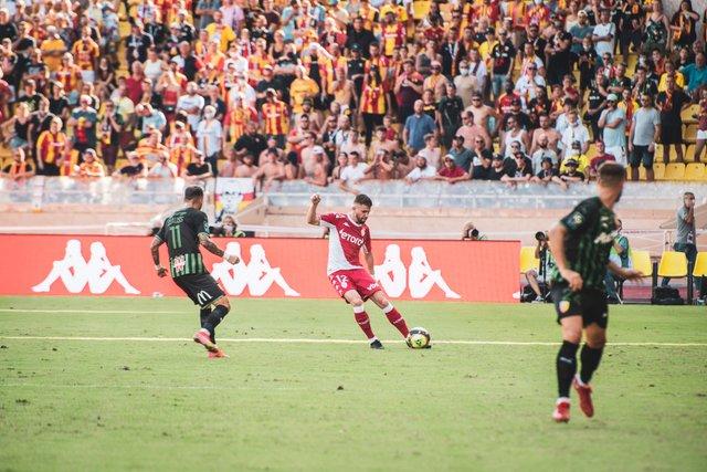 «Монако» потерпело поражение от «Ланса» в Лиге 1 перед матчем с «Шахтером»