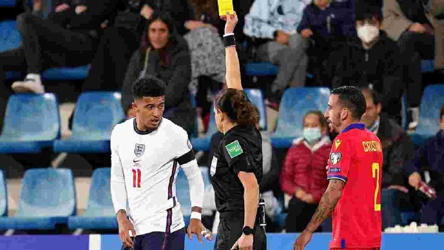Футбольная общественность осталась довольна судейской работой Монзуль в отборочном матче Андорра - Англия на ЧМ-2022