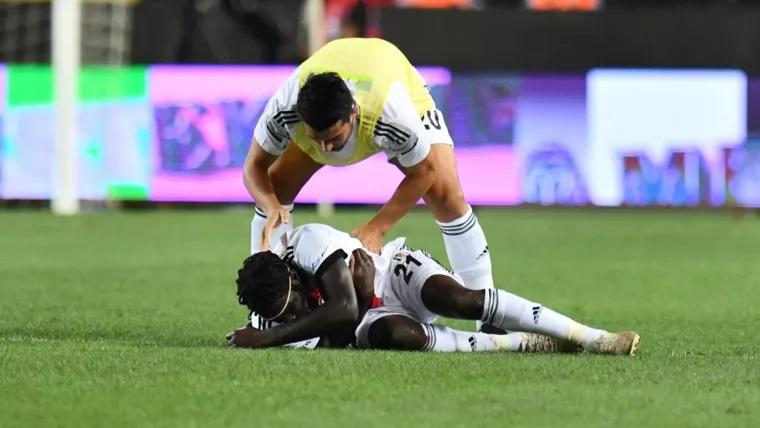 Игрок турецкого «Бешикташа» потерял сознание во время матча