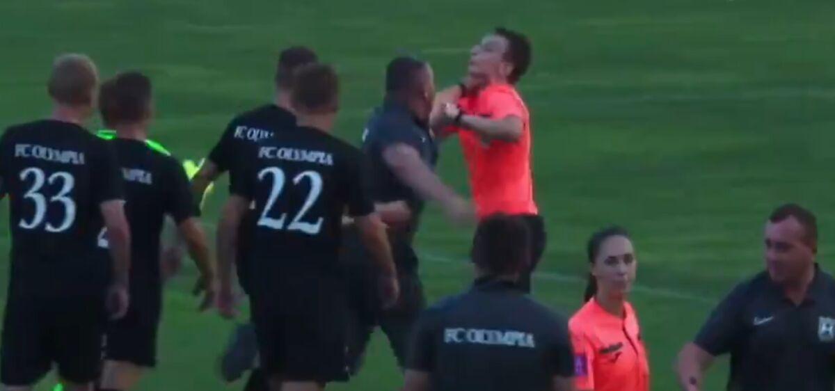 Главный тренер ФК «Олимпия» набросился с кулаками на арбитра
