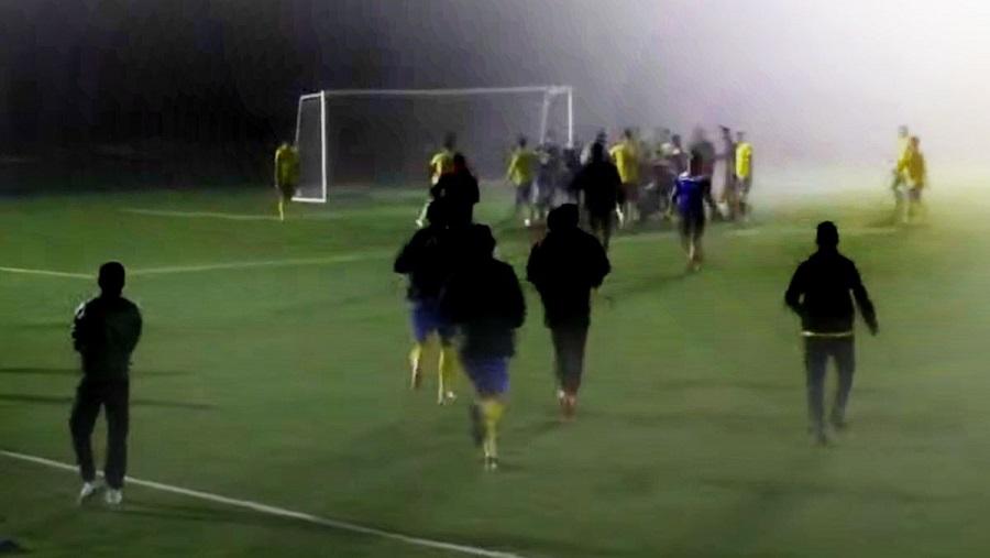В любительской футбольной лиге игроки одной из команд избили главного арбитра матча