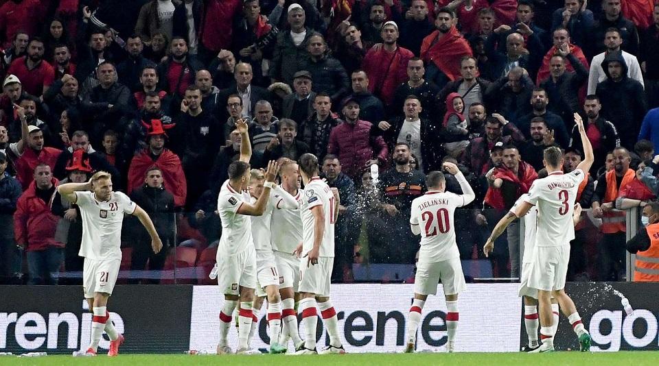 Отборочный матч на ЧМ-2022 Албания - Польша приостановили из-за болельщиков