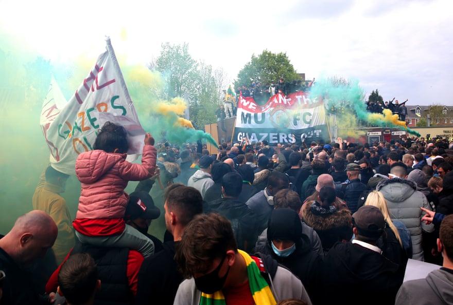 """Гарри Невилл и Рой Кин поддерживают протестные настроения болельщиков """"Манчестер Юнайтед"""""""