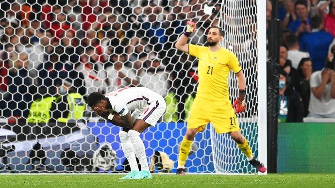 Почему Букайо Сака пробивал пятый пенальти в финале Евро-2020?