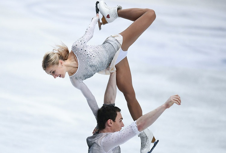 Фигуристка Алёна Савченко заявила о возобновлении профессиональной карьеры в США