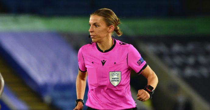 Первая женщина арбитр на мужском Евро-2020