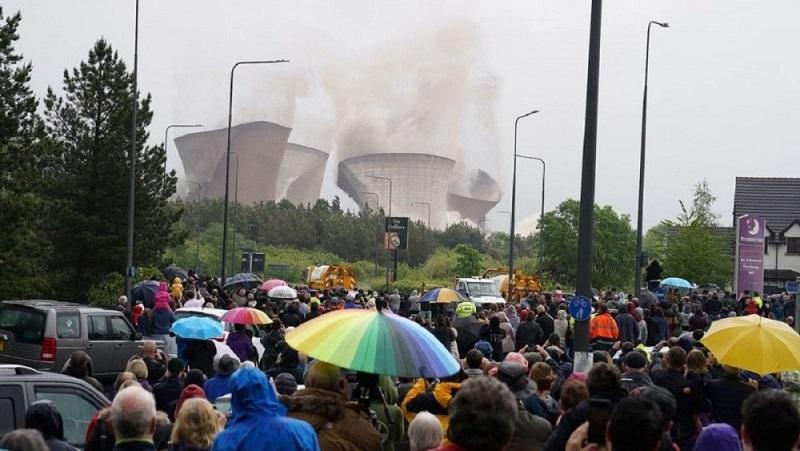Взрыв на электростанции прервал футбольный матч в английском графстве Стаффордшир